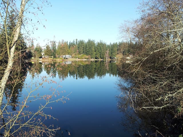 Waterfront Home, Three Boats,  Huge Dock, Hot Tub - Stanwood - Casa