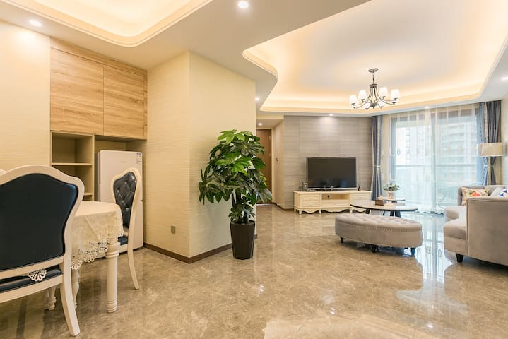 抚仙湖欢乐大世界翡翠湾半山半水公寓式两房两卫套房