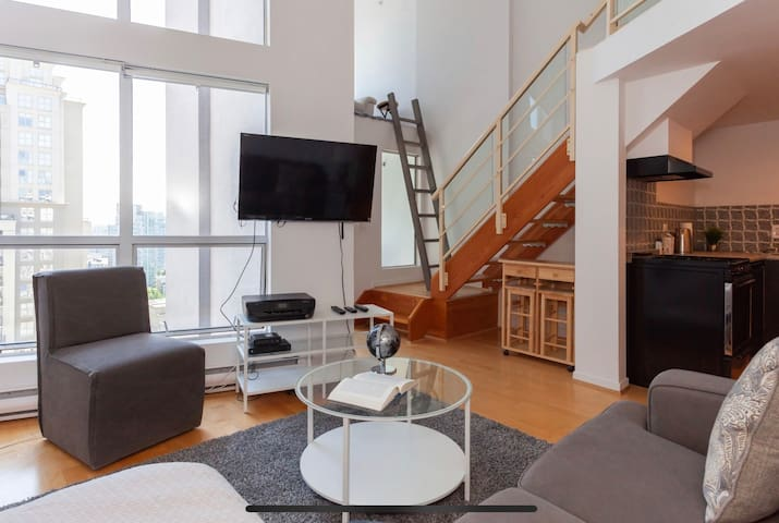 Trendy Loft in the Heart of Yaletown