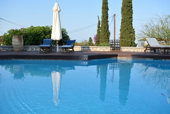 Villa Phoebe with swimming pool in Spetses, Greece