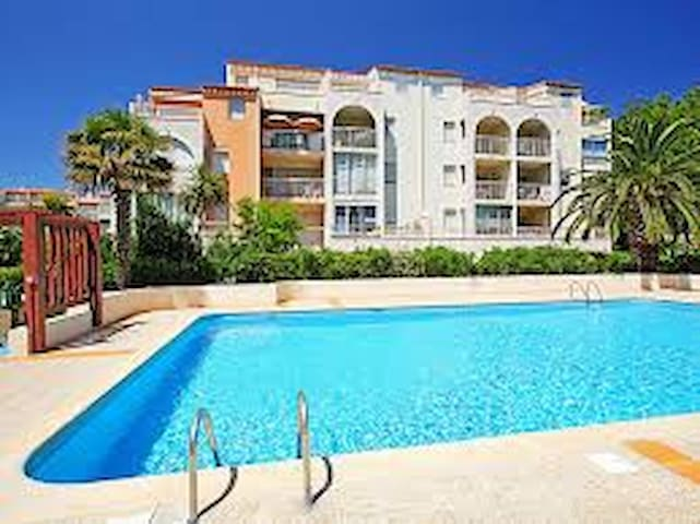 CAP D'AGDE appart. 32m2 piscine parking 100m plage