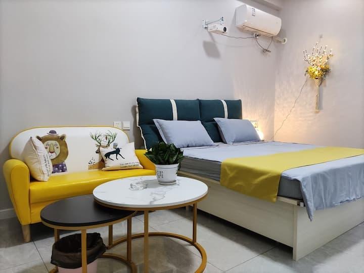 慢漫生活  近商圈 LOFT 120寸投影 时尚公寓