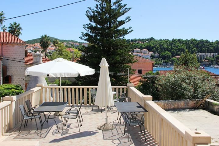 Central Stone Villa 2 Bedroom Modern Apartment A2 - Cavtat - House