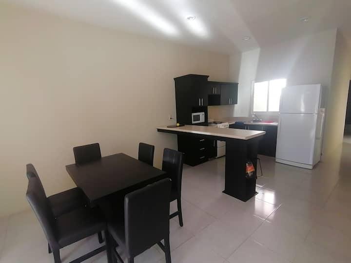 Casa Pequeños de Moreno, completa, cochera privada