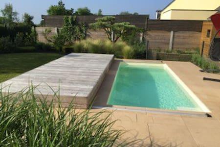 Villa, tout confort, piscine, golf, 8 couchages - Savenay - Casa