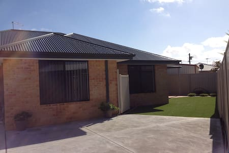 3 bedroom accom. in Rockingham - Cooloongup