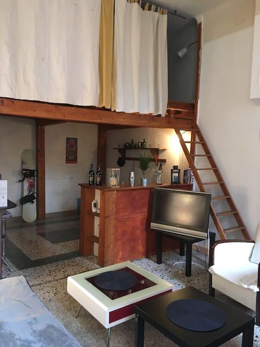 Salon - Mezzanine