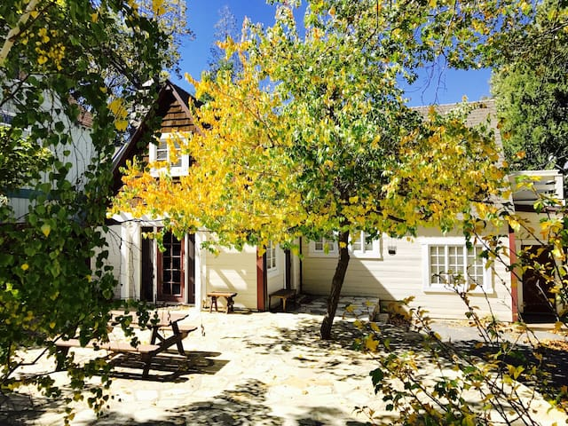 Charming Updated 1930's Lake Arrowhead Cottage - Lake Arrowhead - Casa