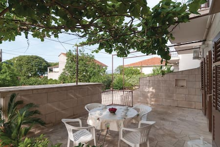 Two bedroom holiday apartment in Supetar