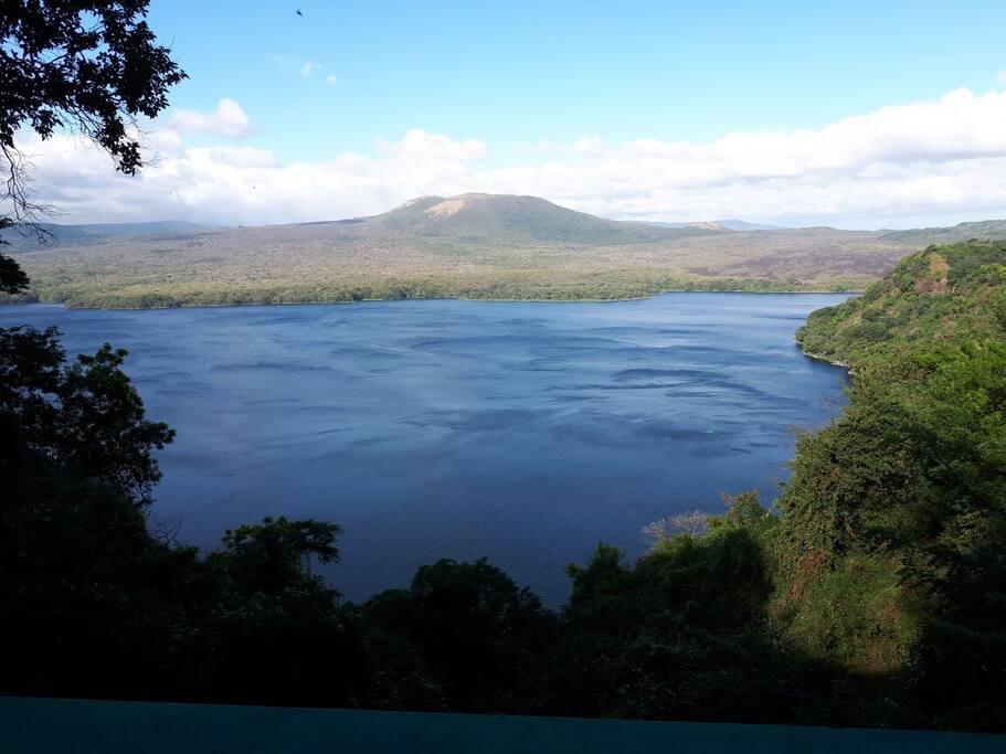 Vista a la Laguna y volcán