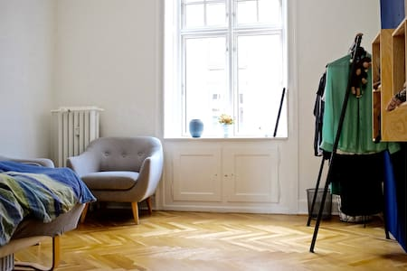 Cozy room in beautiful and quiet apartment in CPH - Frederiksberg
