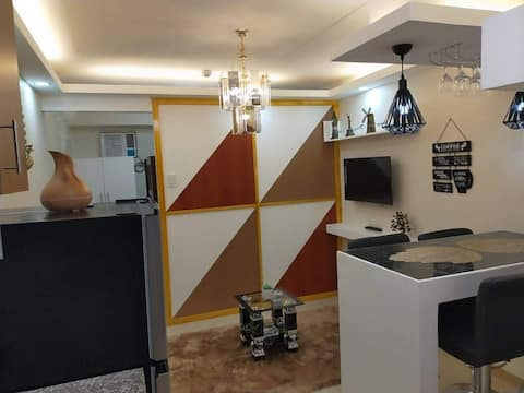 luxury condo in heart of manila and avail car rent