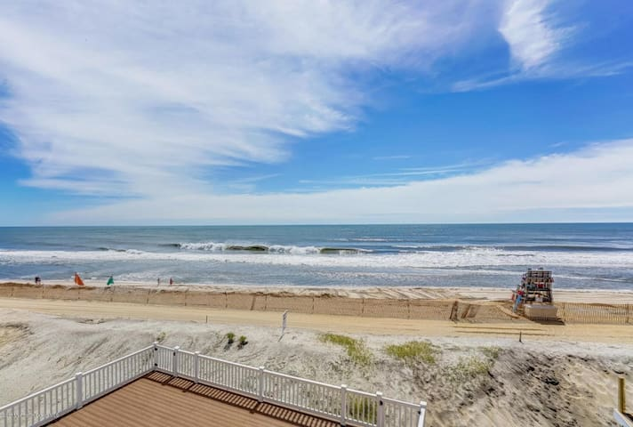 OCEAN FRONT - NEWLY RENOVATED BEACH HOUSE