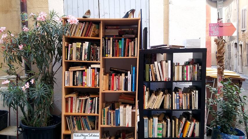 Bibliothèque en plein coeur du panier