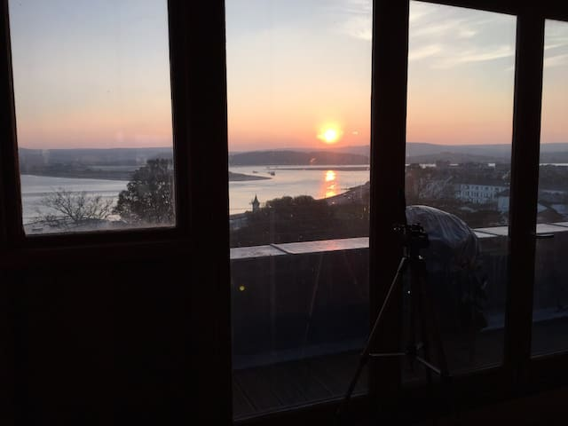 Stylish flat 75m to beach panoramic sea views WIFI - Exmouth