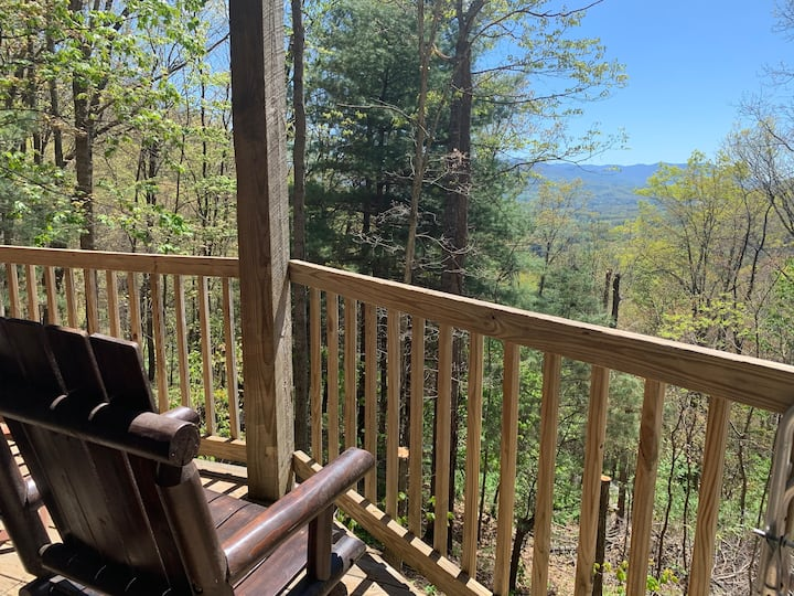 Mountain Retreat 20 minutes from AVL
