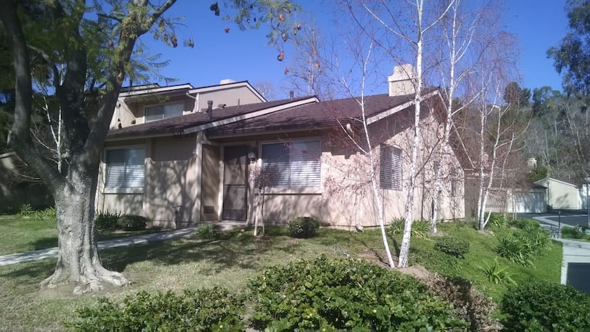 1 room, 2 beds, Full condo access - Moorpark