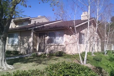 Guest bed/bath, full condo access - Moorpark