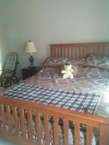 American Style BNB: 1 BD| 1 BA - Aburi - Bed & Breakfast