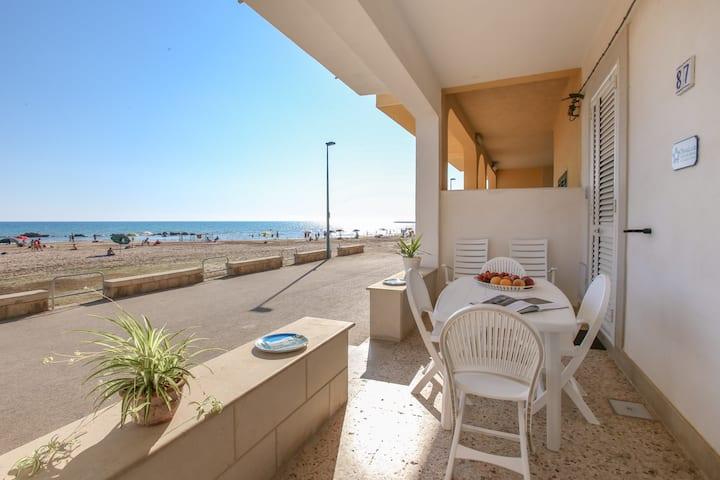"""""""Casa Donna Teresa """" sulla spiaggia piano terra"""