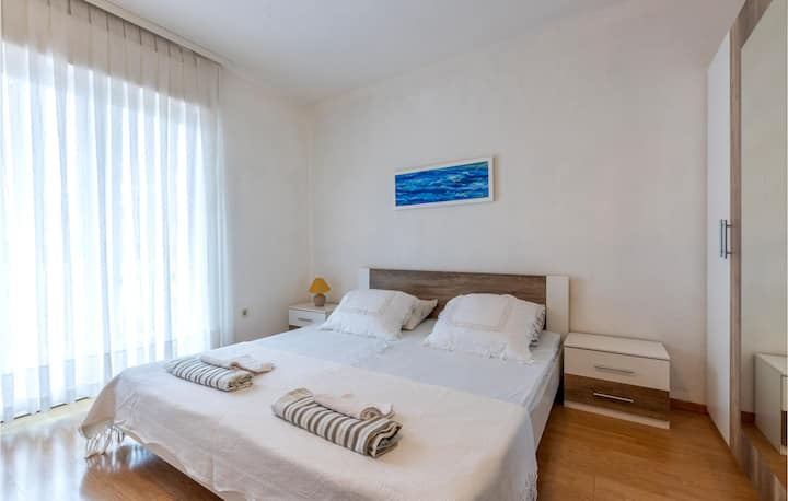 Beautiful apartment in Dugi Rat with WiFi and 2 Bedrooms