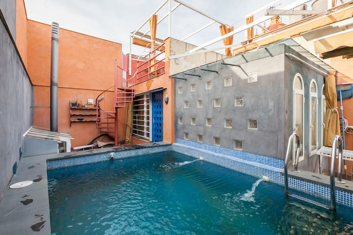 Habitación en  segunda planta con terraza Sevilla