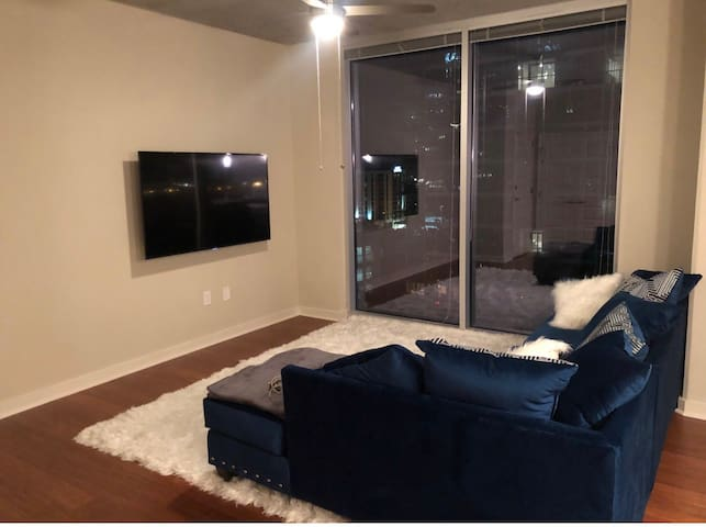 Gorgeous 1 bedroom in midtown pool view!!!