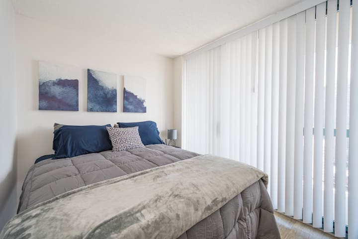 Heart of Downtown Studio Ideal for Family Trip
