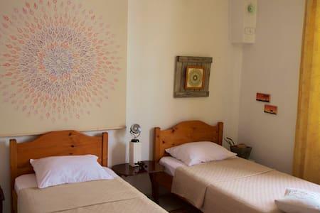 Simple, Cozy, Friendly Room