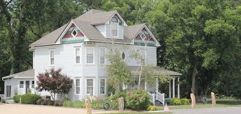 The Sister's Hideaway - Three Sisters Inn
