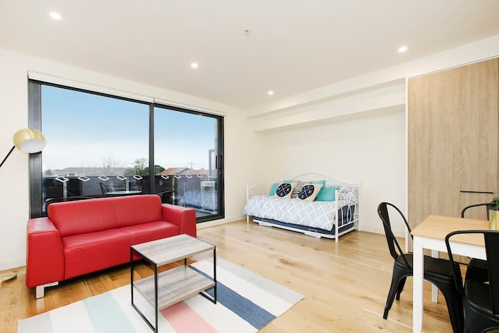 Domi Rentals - The Lea Apartment