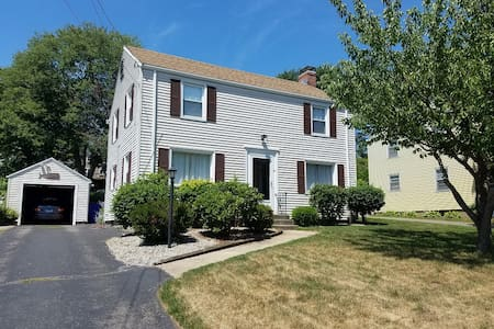 3br Colonial just south of the Center - West Hartford - House