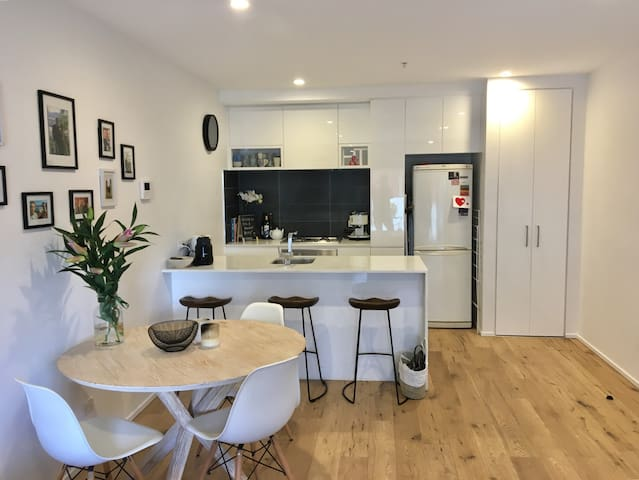 1BD apartment in Hawthorn, WIFI and parking incl.