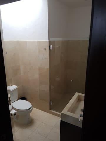 BAÑO RECAMARAS VISITAS /  VISITS BATH ROOM