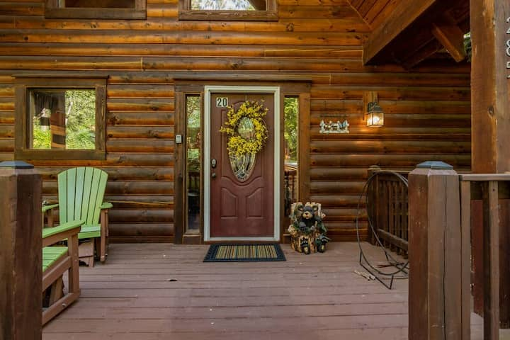 Amazing Secluded, HotTub, Jet bathtubs, Woods, Near Big Cedar & Shows Firepit -