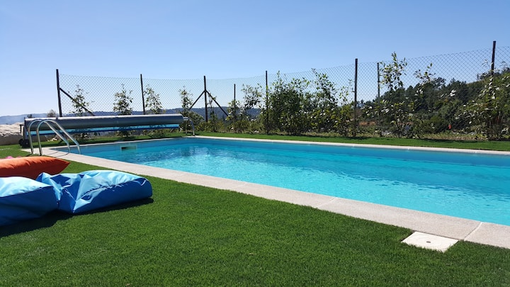 Bungalow with 2 bedrooms in Furtado, with wonderful mountain view, shared pool, furnished garden - 20 km from the slopes