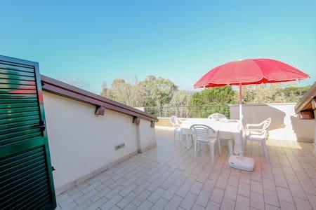 Appartamento immerso nel verde a 40mt dal mare - Giulianova - Apartemen