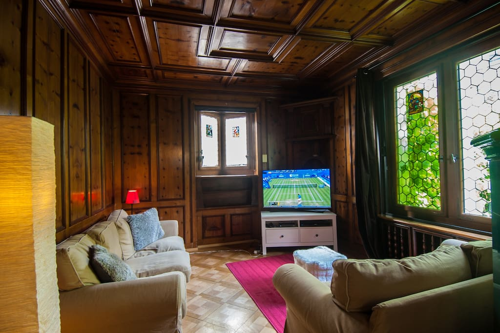 The flat is on the ground floor and has fast internet connection, wifi and cable TV with English channels and Netflix