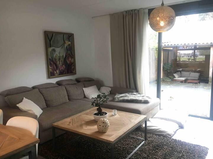 Clean spacious house with garden (Utrecht 15 min)