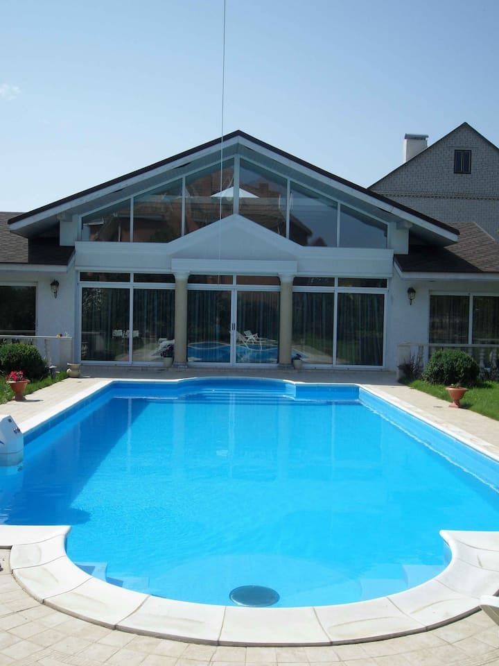 Romantic Villa With Pool and Garden