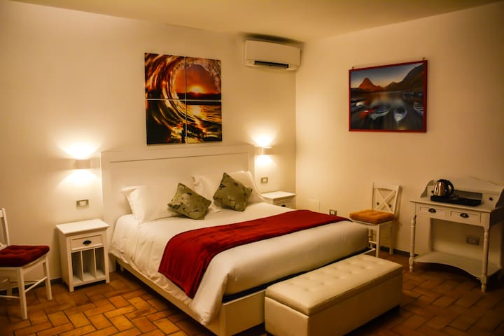 STANZA CARAVAGGIO PER FAMIGLIA - Castel Gandolfo