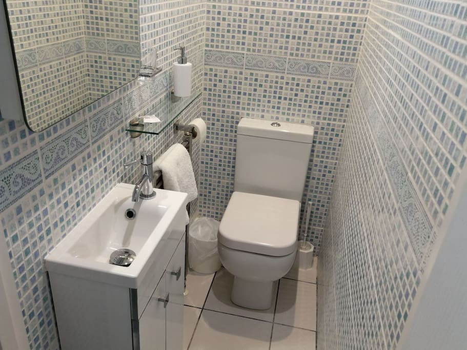 Please note this particular room has an en-suite toilet and wash basin (pictured), but the bath/shower is in a separate room (on the next landing) which is solely for the use of the occupier.