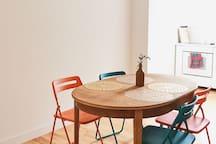 Jadalnia/ miejsce do pracy. Dining room/ work space.