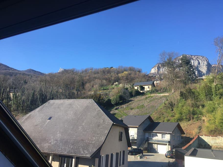 Les chambres donnent au nord avec une belle vue sur la Croix du Nivolet et le Mont Peney.