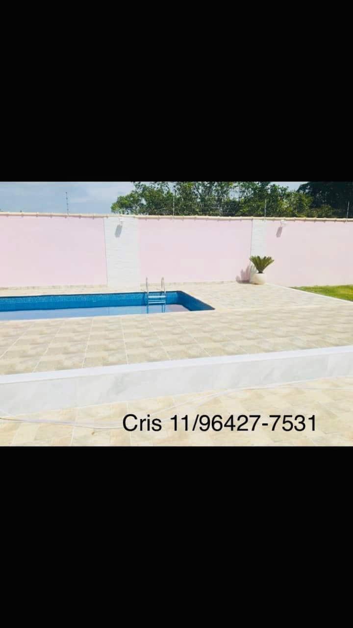 Aluga-se casa na Praia de itanhaém com piscina