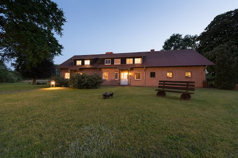 Landhaus am See / am Gutshaus / Firma und Privat.
