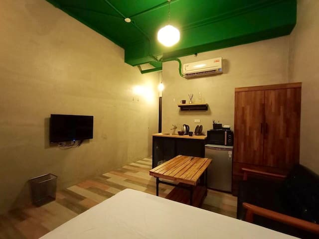 寧夏夜市旁MRT Zhongshan 6mins捷運中山站6分鐘 Urban elite 1-2人房