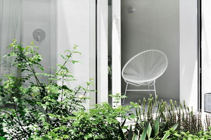 【隙-红门局】   入住西湖边闹中取静的庭院小宅