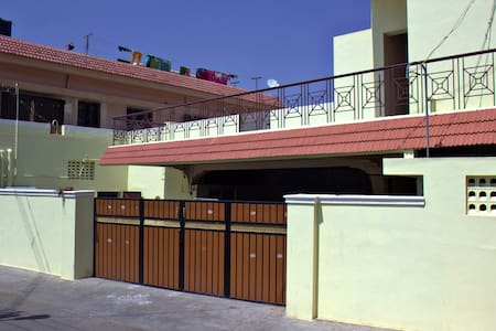 Non AC 4 Bed Female Dorm incl B/F,Lunch & Dinner - Coimbatore - Auberge de jeunesse