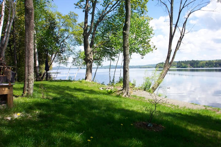 Lake Front/Peaceful retreat but close to town